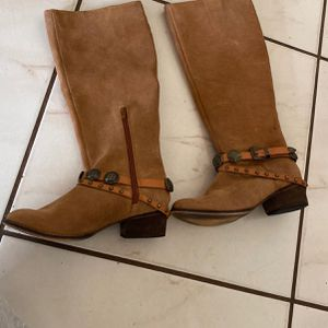 Brown Boots for Sale in Hialeah, FL