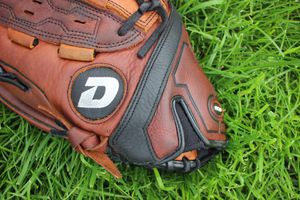 DeMarini Slowpitch Softball Glove ( Close to DEADSTOCK) for Sale in Downers Grove, IL