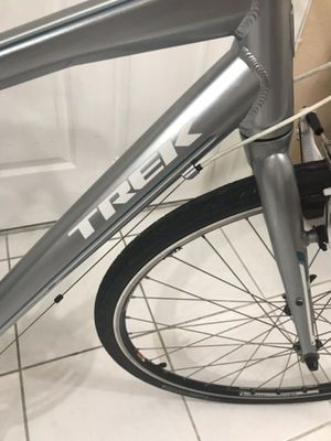 2013 Trek 7.2 Hybrid 700c Mens & Women's bicycle $260 LIKE NEW CONDITION *DELIVERY AVAILABLE* for Sale in Hialeah, FL