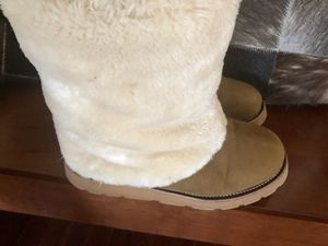 Ugg boots size 9 for Sale in Broad Run, VA