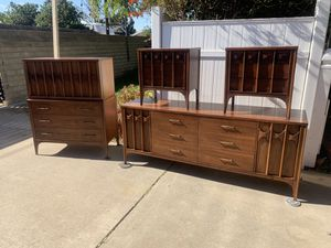 Kent Coffey perspecta bedroom set for Sale in Los Angeles, CA