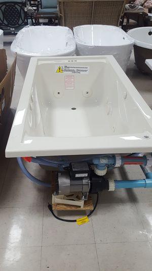60 inch Jacuzzi tub for Sale in Orlando, FL