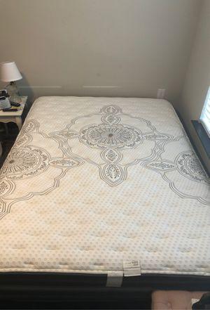 Queen mattress & Box Spring for Sale in Murfreesboro, TN