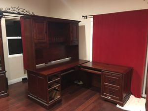 Wood desk *great condition* for Sale in Rancho Cucamonga, CA