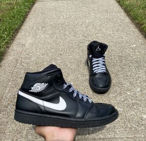 """Air Jordan 1 Mid """"White/Blk"""" 2018. Size 8 for Sale in Staten Island, NY"""