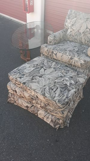 Furniture coffee table and chair... for Sale in Bonney Lake, WA