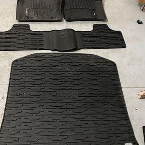 Jeep Grand Cherokee winter floor mats for Sale in Columbia Station, OH