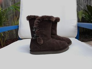 JUST REDUCED: Girls Boots - Size 1 in Brown for Sale in Miami, FL