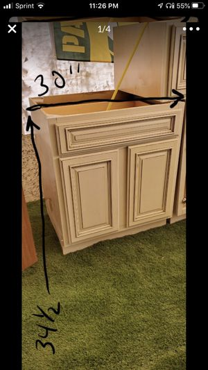3 Caspian white kitchen cabinets (3 cabinets only) and a side panel for Sale in San Antonio, TX