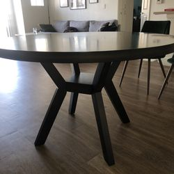 Round Wood Dining Table for Sale in Los Angeles,  CA