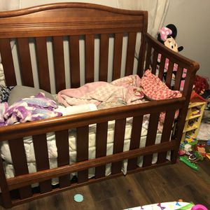 Crib for Sale in Lynwood, CA