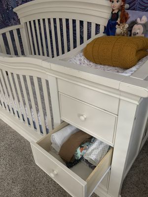 Beautiful large crib w/ changing table, drawers, and shelf storage for Sale in Anaheim, CA