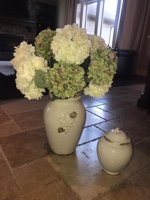 2.3 ft tall (with the hydrangea) arrangement for Sale in Battle Ground, WA