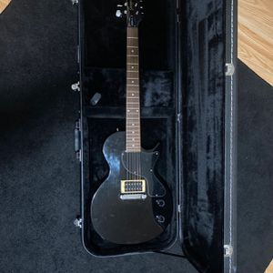 Epiphone Junior Model Black Electric Guitar And A Chromacast Electric Guitar Hard Case for Sale in Powder Springs, GA