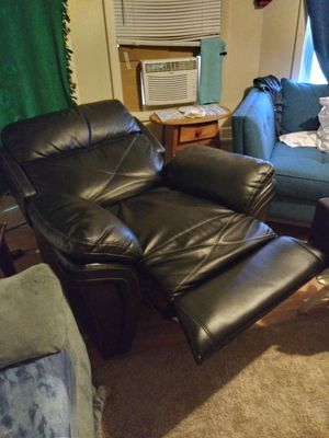 Power recliner w/ USB charging port for Sale in Elsmere, DE