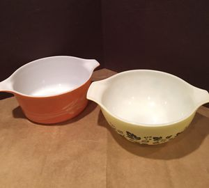 Vintage Pyrex Yellow and Black ✨✨. Gooseberry #442 Cinderella 1-1/2 Qt Mixing Bowl and Vintage Pyrex Nesting 1.5 Qt Mixing Bowl - Autumn Harvest Wh for Sale in Los Angeles, CA