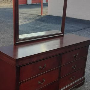 NICE DRESSER WITH BIG MIRROR AND DRAWERS GREAT CONDITION for Sale in Fairfax, VA
