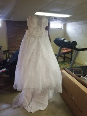 David Bridal White Wedding Dress for Sale in Steubenville, OH