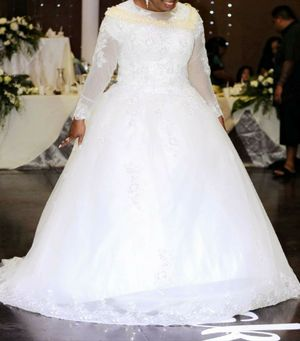 White sequin princess Wedding dress with free veil fit size 10-12. for Sale in Salt Lake City, UT