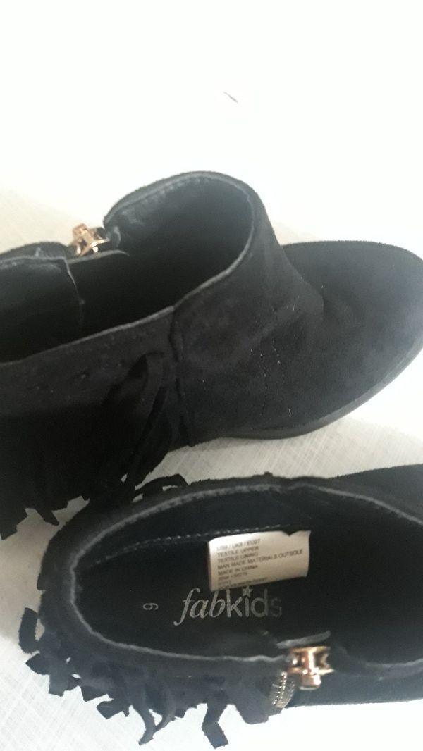 Fabkids fringe booties size 9
