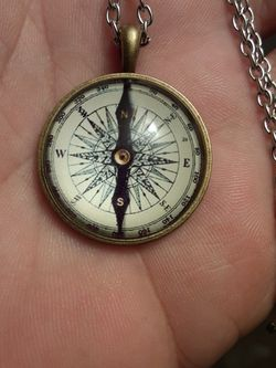 Silver necklace With Compass pendant for Sale in New Port Richey,  FL