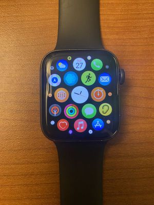 Apple Watch 5 Series 44mm w/charger for Sale in Las Vegas, NV