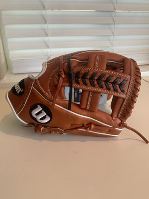 Brand New - Wilson A2000 (INF 11.75in) for Sale in Hesperia, CA
