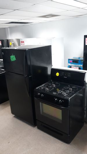 Black set gas stove and top and bottom refrigerator excellent condition for Sale in Laurel, MD