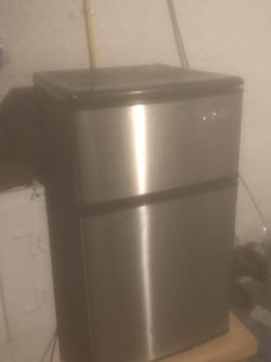 Mini Refrigerator And Freezer (EdgeStar) for Sale in Baltimore,  MD