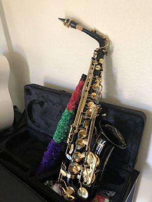Hola tengo Saxophone nuevo en su caja con todos sus accesorios suena una chulada for Sale in Denver, CO