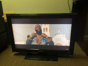 SONY TV 32 inch very good condition!!!No remote control for Sale in Medford, MA