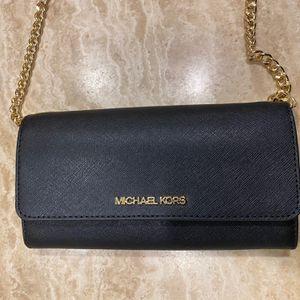 Michael Kors Women's NWT Jet Set Phone Wallet Crossbody black for Sale in Los Angeles, CA