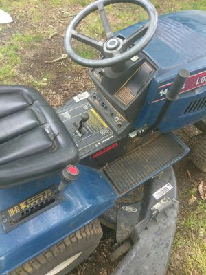 LOWES MTD 7 SPEED LAWN TRACTOR LAWN MOWER FULLYLOADED!!! for Sale in Shelby, NC