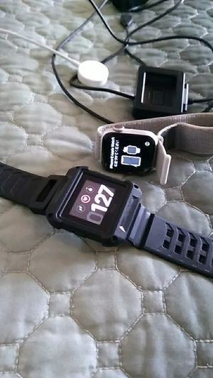 Apple watch series 4 cracked screen but can be fixed and fit bit blaze for Sale in Alexandria, LA