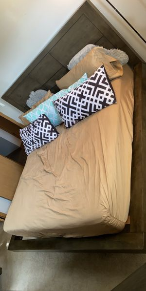 King Size Bedroom Set Pillow Top Mattress Included for Sale in Columbus, OH