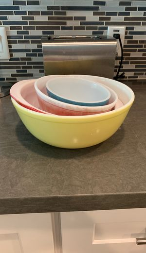 Vintage Set of 4 Pyrex Mixing Bowls with free for Sale in Mesa, AZ