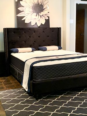 Queen size black velvet bed with mattress and ✨free delivery✨ $375 for Sale in Austin, TX