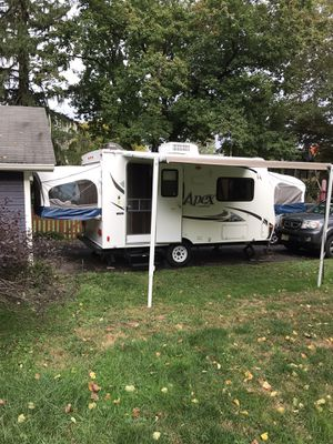 Camper trailer. 2013 Coachman Apex 151RBX with cover and other extras for Sale in Hamilton Township, NJ