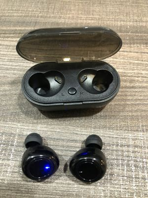 Brand new Bluetooth wireless in ear earphones earbuds with portable charging case built in microphone hands free calls for Sale in Sunrise, FL