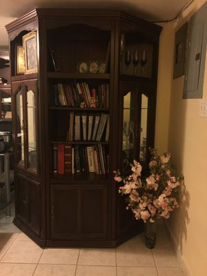 Bookshelves, real wood, few scrapes but otherwise in good condition! for Sale in Staten Island, NY