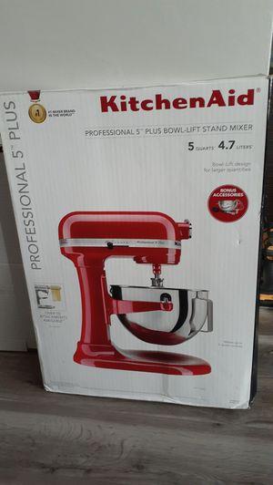 Kitchen Aid Professional Series 5 Plus Stand Mixer Bonus Set (Price is Firm) for Sale in Gardena, CA