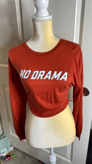 "red ""no drama"" crop top shirt size small for Sale in Victorville, CA"