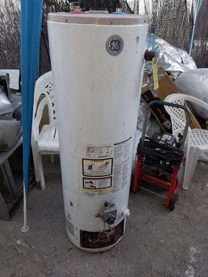 G/E. Water heater. 38 GALLONS for Sale in Los Angeles, CA