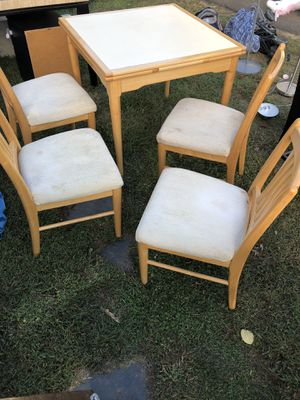 kitchen (extendable)table and chairs for Sale in Laurence Harbor, NJ