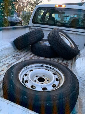 "245/70R17 17"" rim for Sale in Glenarden, MD"