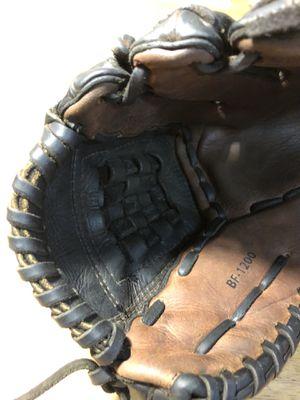 """12"""" Nokona Softball glove model BF-1200 for Sale in Woodburn, OR"""
