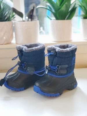 New Kids Snow Boots size 7 Toddler for Sale in Seattle, WA