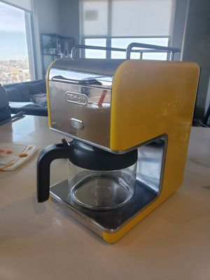 Like New Yellow DeLonghi KMix 5-Cup Coffee Maker for Sale in Chicago, IL