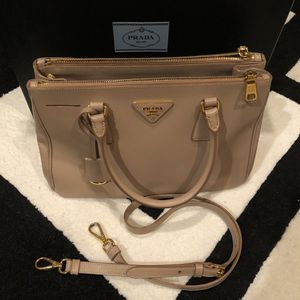Prada Saffiano Leather Galleria Bag Small Crossbody for Sale in Chino Hills, CA