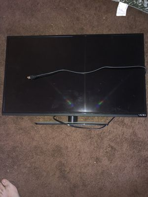 Vizio 32 inch TV for Sale in Huntington Beach, CA